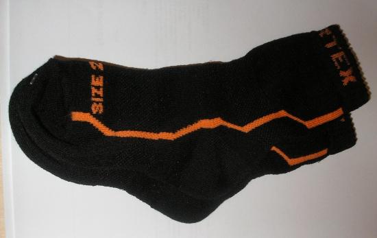 Sportovní DĚTSKÉ ponožky z MERINO vlny - černé s oranžovým nápisem ddebb63f43
